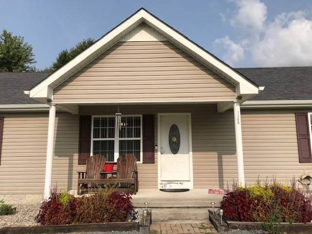 1306 Oldham Dr, Lafayette, TN 37083 (MLS #RTC2190433) :: Village Real Estate