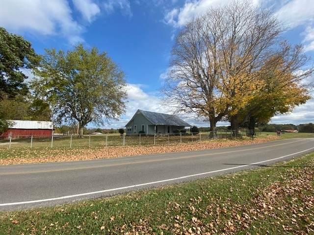 1395 Hogan (Farm House), Burns, TN 37029 (MLS #RTC2201110) :: Ashley Claire Real Estate - Benchmark Realty