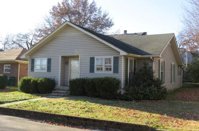208 S 5th St, Pulaski, TN 38478 (MLS #RTC2210966) :: The Kelton Group