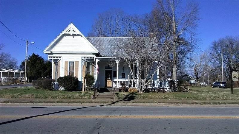 401 Cumberland St E - Photo 1