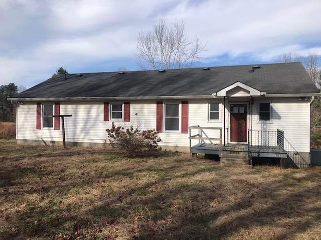 8336 Pinewood Rd, Lyles, TN 37098 (MLS #RTC2216320) :: DeSelms Real Estate