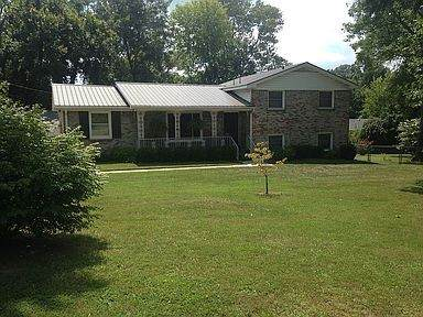 401 Old Hopkinsville Hwy, Clarksville, TN 37042 (MLS #RTC2218950) :: The Kelton Group