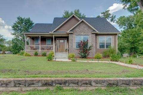 700 W 5th St, Dickson, TN 37055 (MLS #RTC2241043) :: DeSelms Real Estate