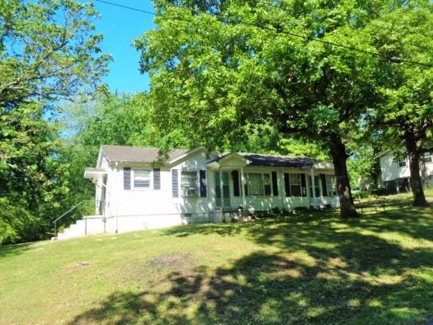 200 Red Oak Dr, Waverly, TN 37185 (MLS #RTC2251790) :: The Huffaker Group of Keller Williams