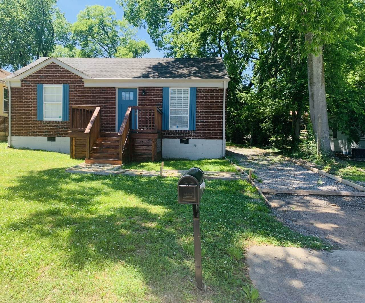 923 30th Ave - Photo 1