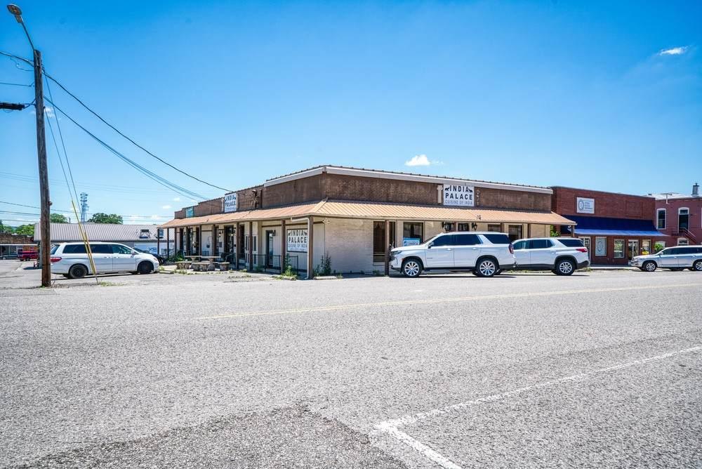 17 N Oak Ave - Photo 1