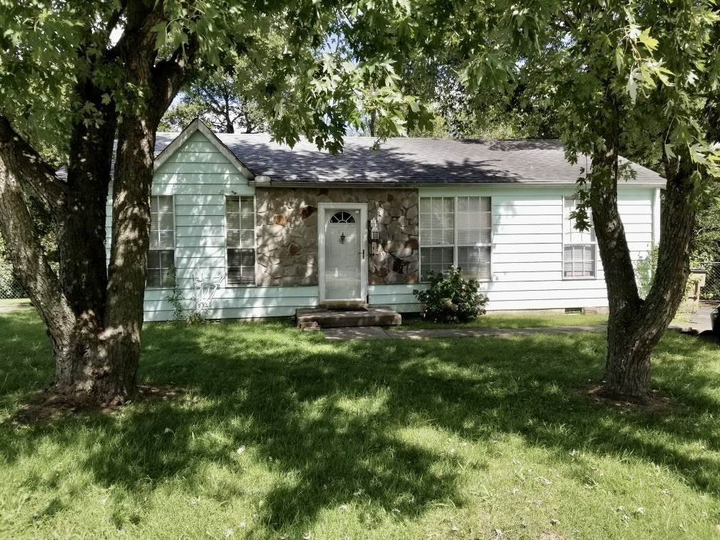 4116 Eastview Dr - Photo 1