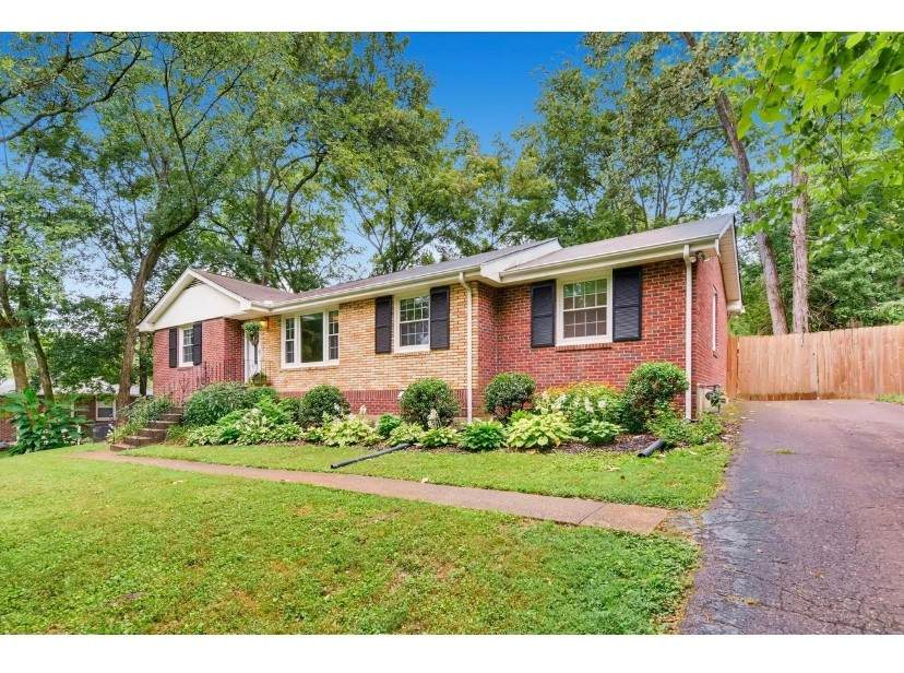 2912 Donna Hill Dr - Photo 1