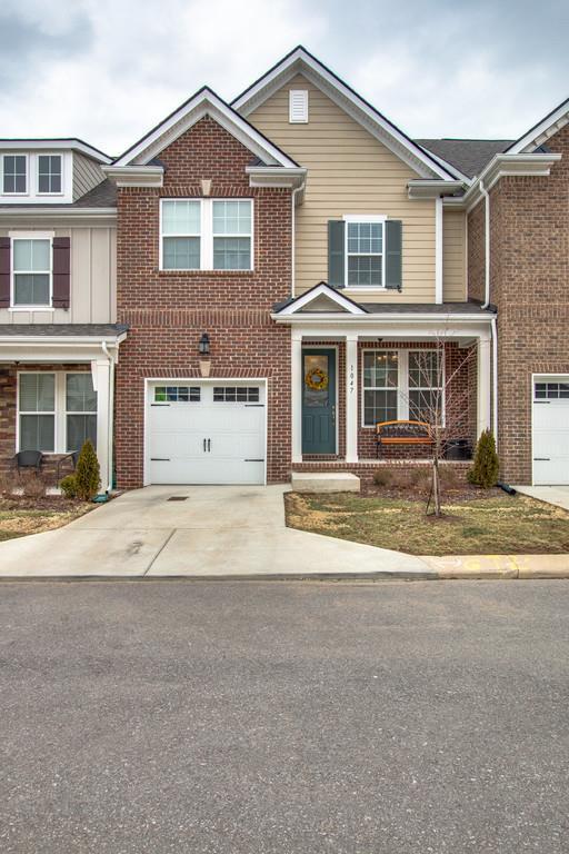 1047 Livingstone Ln, Mount Juliet, TN 37122 (MLS #1900428) :: DeSelms Real Estate