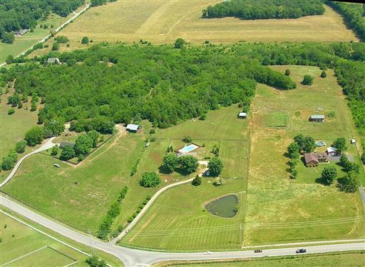 2752 Thompson Station Rd E, Thompsons Station, TN 37179 (MLS #1945099) :: Oak Street Group