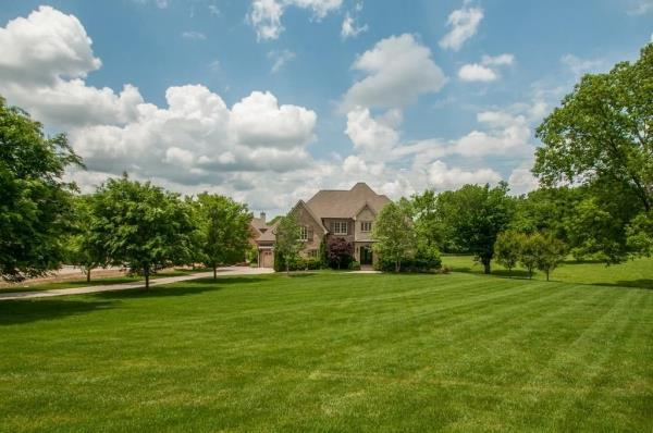 2433 Durham Manor Dr, Franklin, TN 37064 (MLS #1977685) :: REMAX Elite