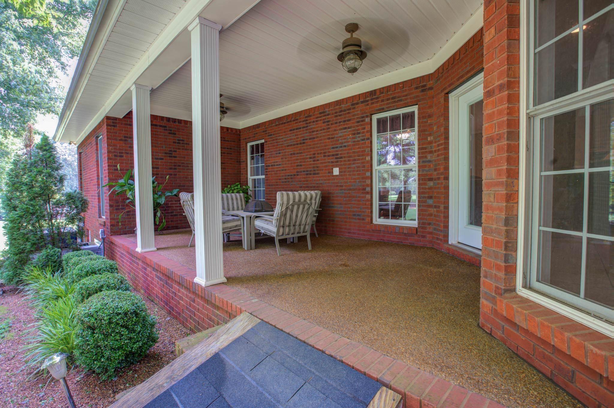 196 Walden Rd, Lawrenceburg, TN 38464 (MLS #RTC2063988) :: REMAX Elite