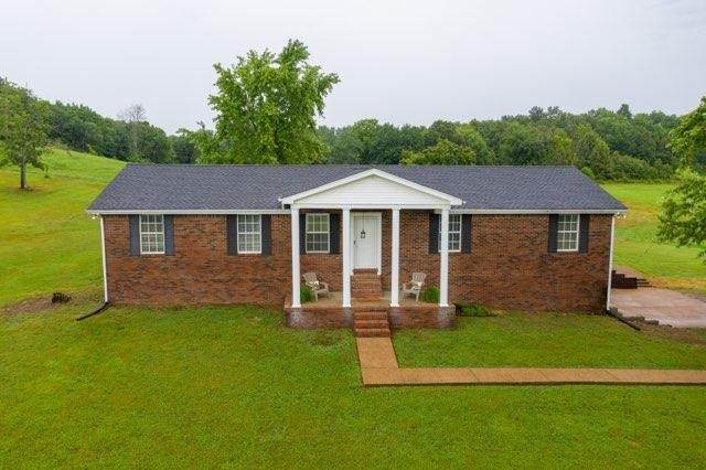 420 Henry Harris Rd, Westmoreland, TN 37186 (MLS #RTC2166504) :: Adcock & Co. Real Estate