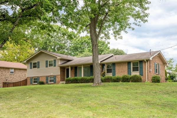 201 Crestmont Dr, Hendersonville, TN 37075 (MLS #RTC2182999) :: Nashville on the Move