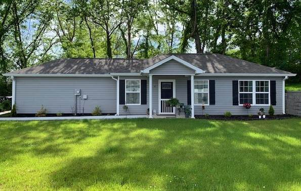 92 College Ave, Centerville, TN 37033 (MLS #RTC2252461) :: The Adams Group