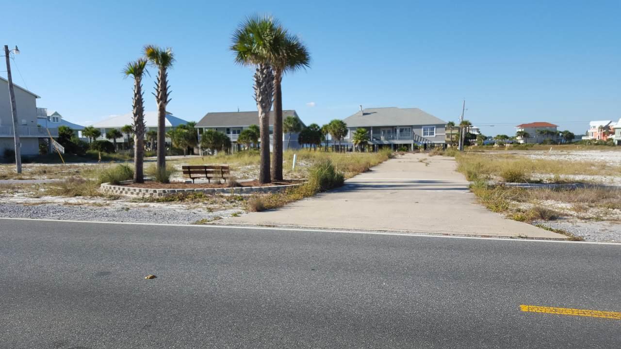 7622 Gulf Boulevard - Photo 1