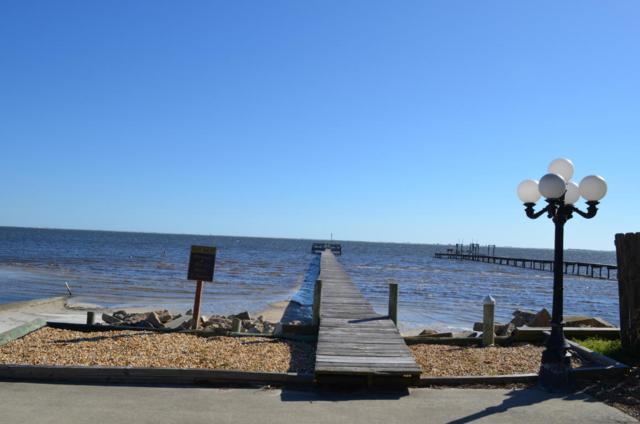 1734 W Smugglers Cove Drive, Gulf Breeze, FL 32563 (MLS #747282) :: ResortQuest Real Estate