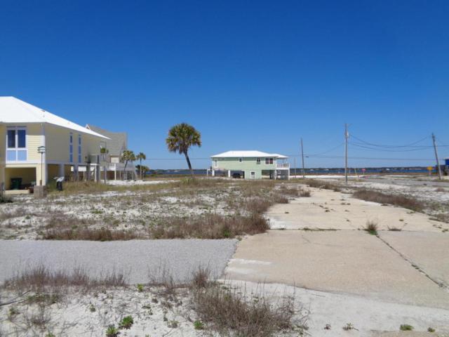7944 Gulf Boulevard, Navarre, FL 32566 (MLS #772508) :: ResortQuest Real Estate