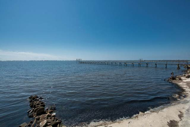 1727 Villa Vizcaya Drive, Navarre, FL 32566 (MLS #848710) :: Levin Rinke Realty