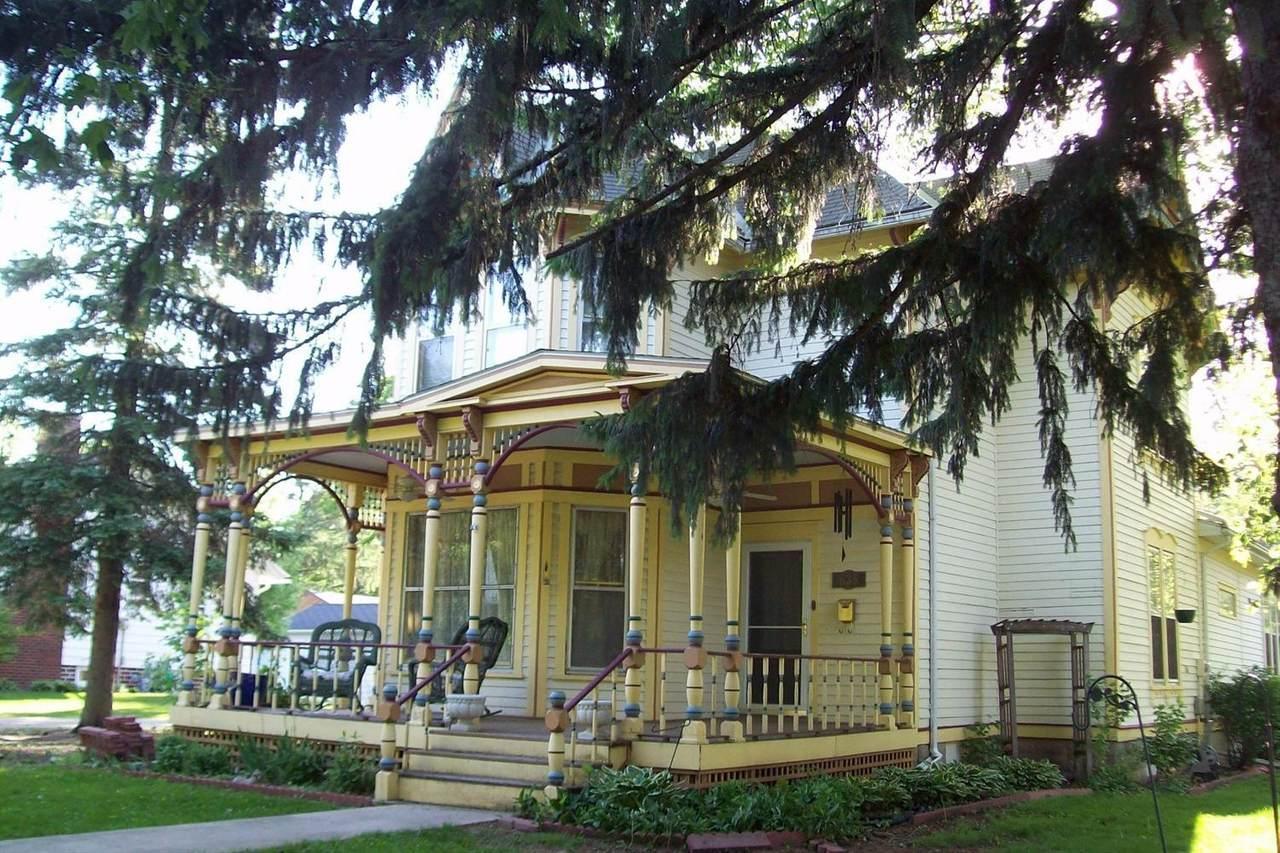 635 Clark Street - Photo 1