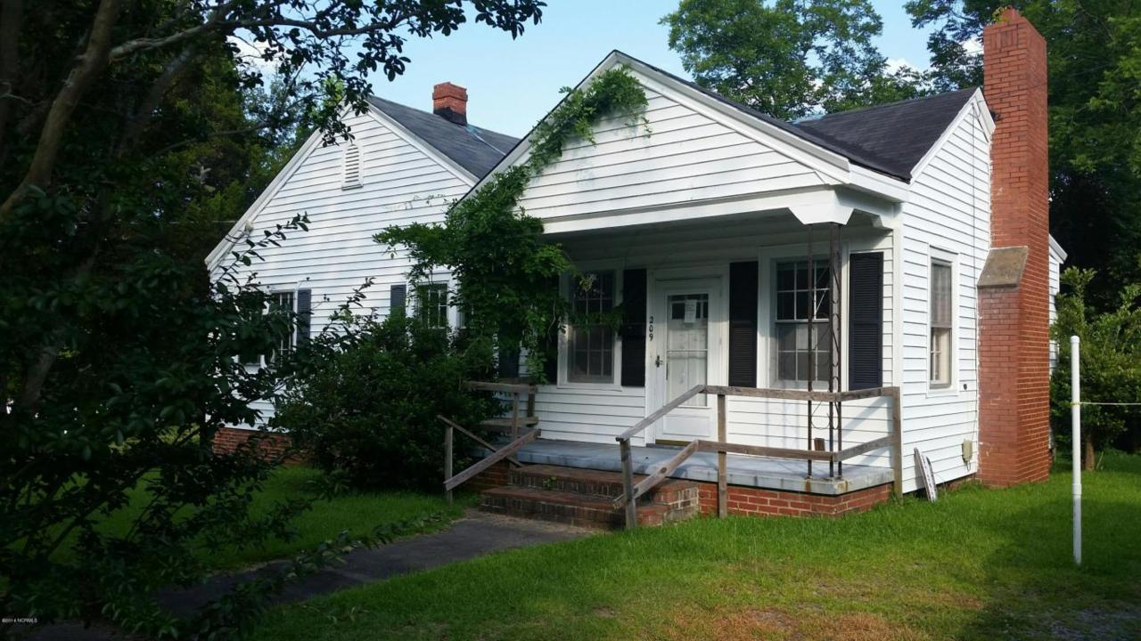 209 Halifax Street, Williamston, NC 27892 (MLS #100019249) :: Century 21 Sweyer & Associates