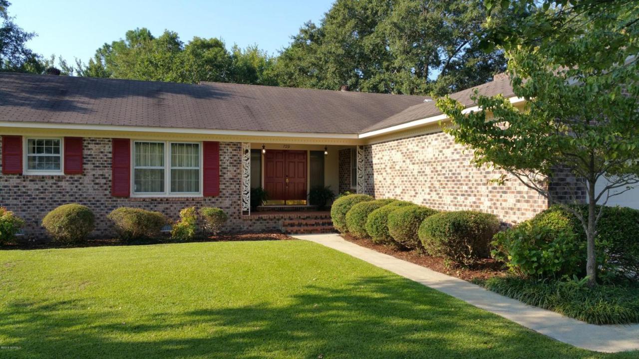 729 Robert E Lee Drive, Wilmington, NC 28412 (MLS #100029208) :: Century 21 Sweyer & Associates