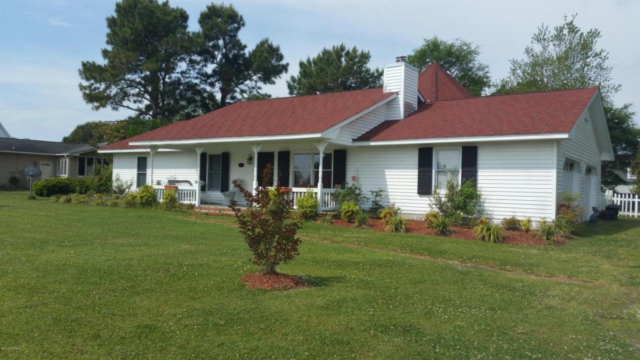 205 River Reach Drive, Swansboro, NC 28584 (MLS #100033672) :: Century 21 Sweyer & Associates