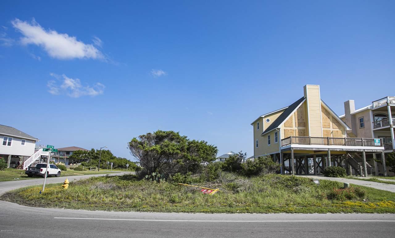 2530 W Beach Drive, Oak Island