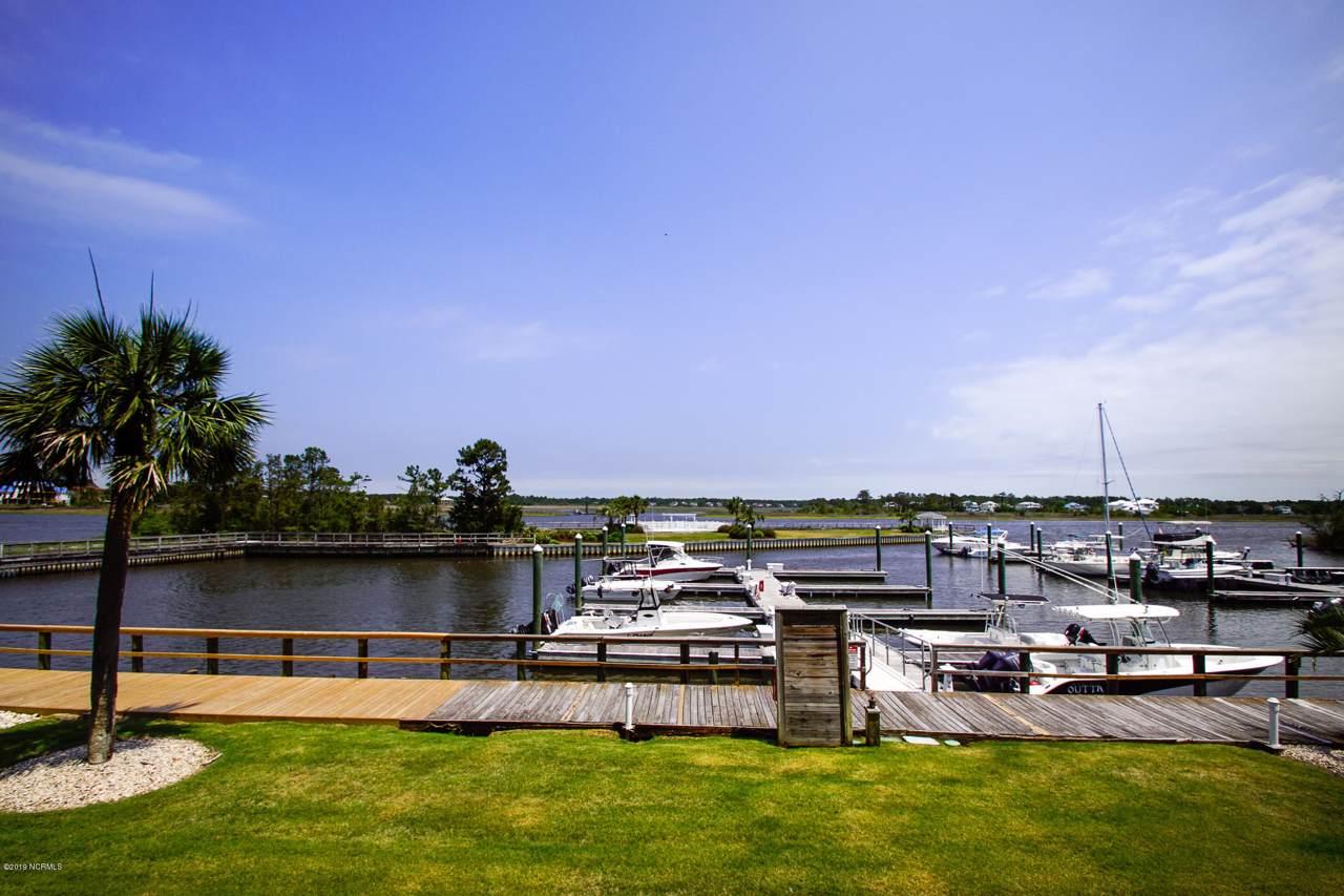 5400 E Yacht Drive, Oak Island