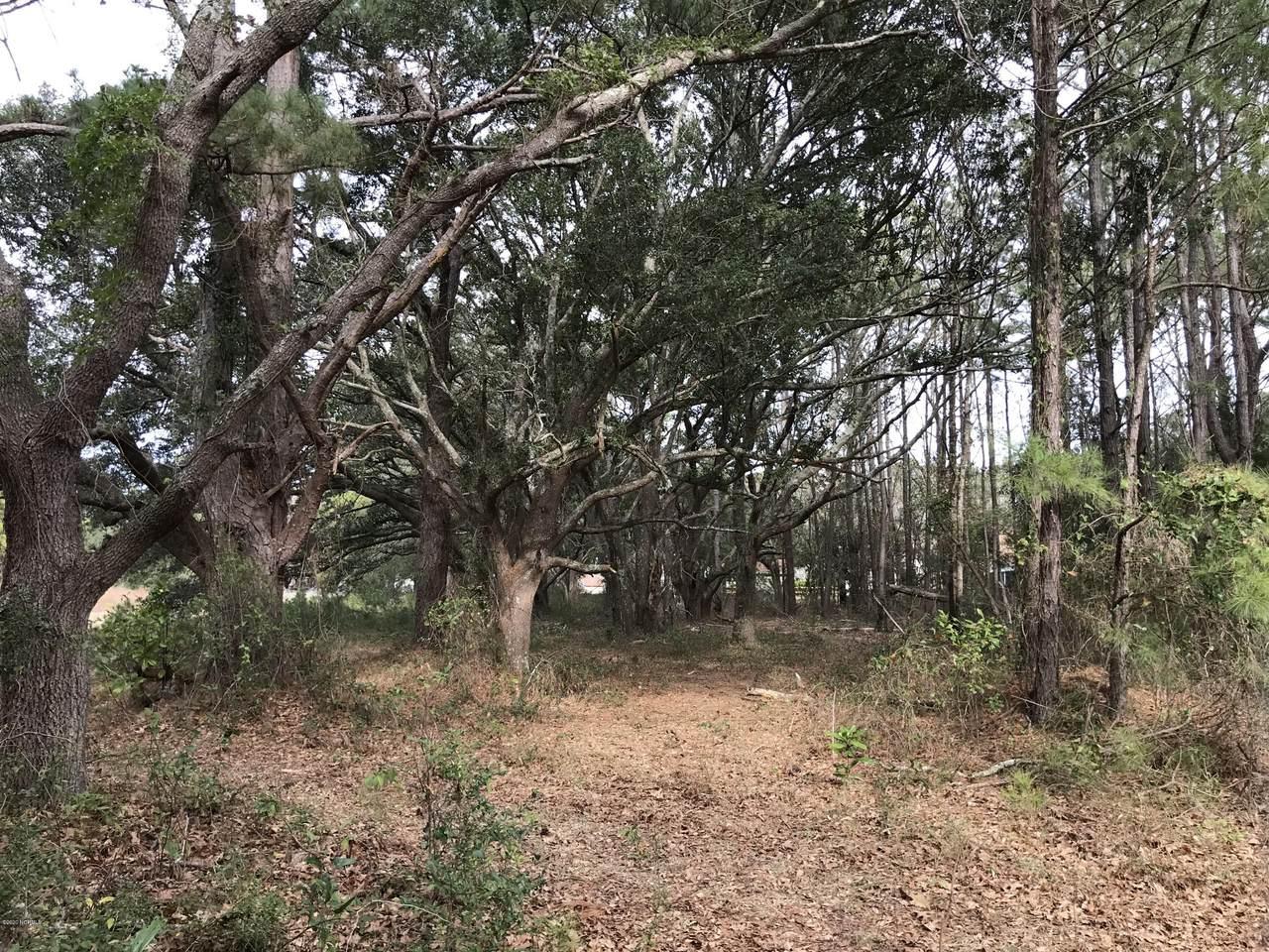 126 Oak Circle - Photo 1
