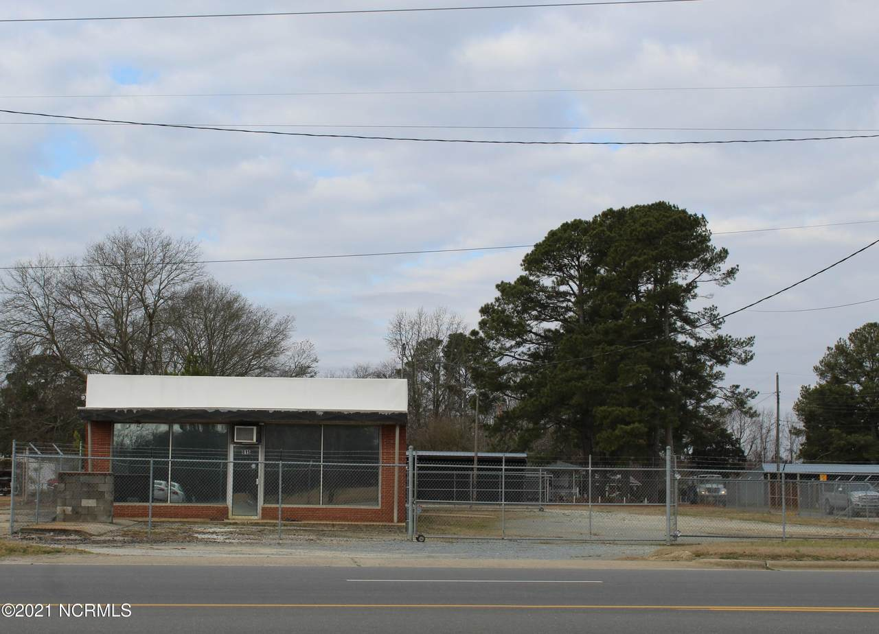 815 Northeast Boulevard - Photo 1