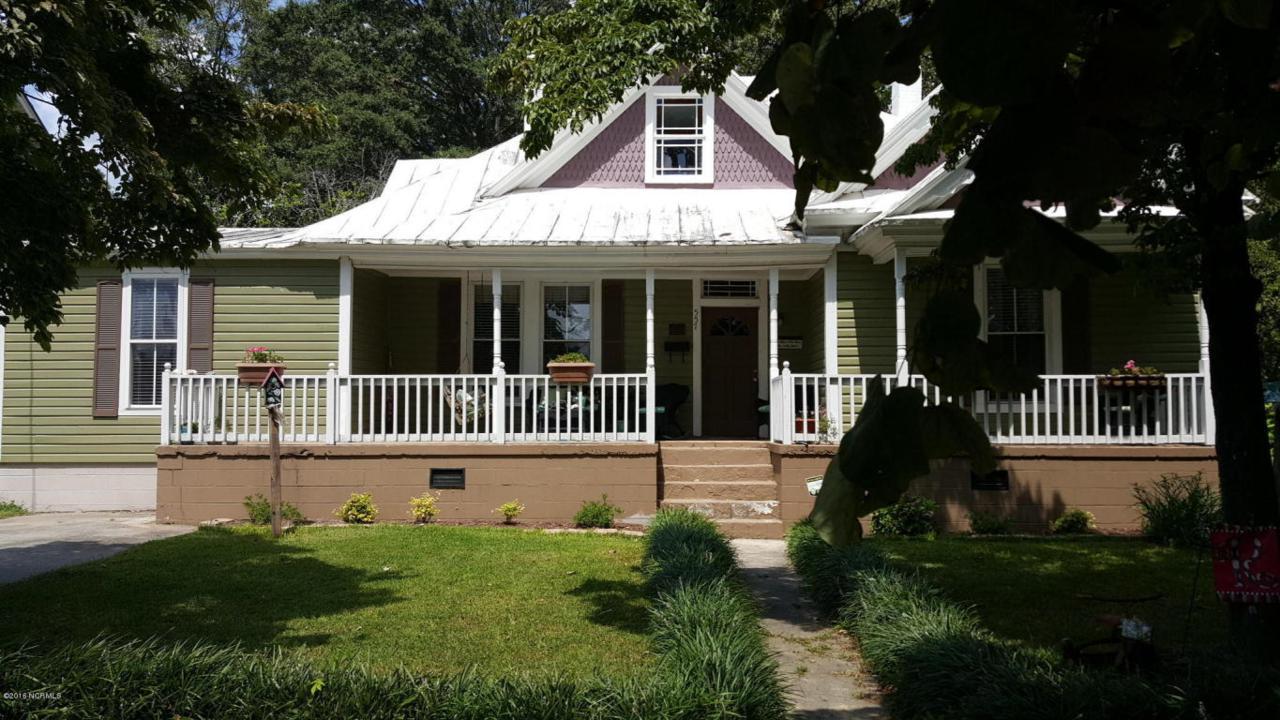 557 2nd Street, Ayden, NC 28513 (MLS #100025381) :: Century 21 Sweyer & Associates