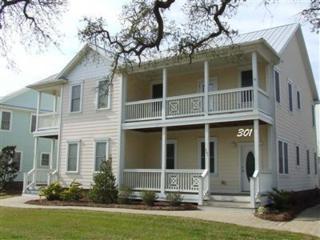 301 Marina View Drive, Southport, NC 28461 (MLS #20698251) :: Century 21 Sweyer & Associates
