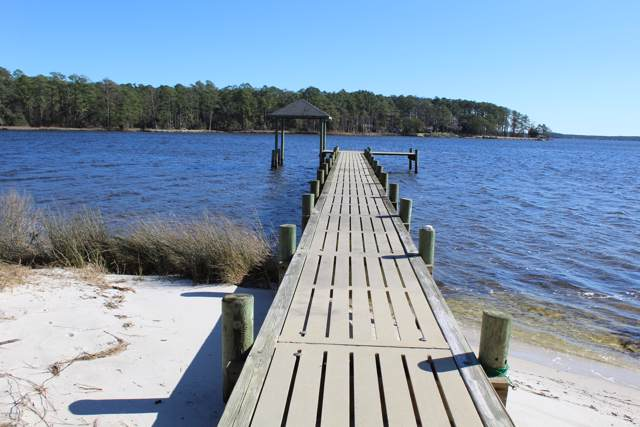 135 Sandy Huss Drive, Beaufort, NC 28516 (MLS #100202232) :: Castro Real Estate Team