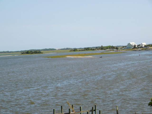 Lot 7 Point Drive, Swansboro, NC 28584 (MLS #100220291) :: Liz Freeman Team