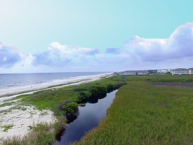 108 SE 61st Street, Oak Island, NC 28465 (MLS #100069365) :: The Oceanaire Realty