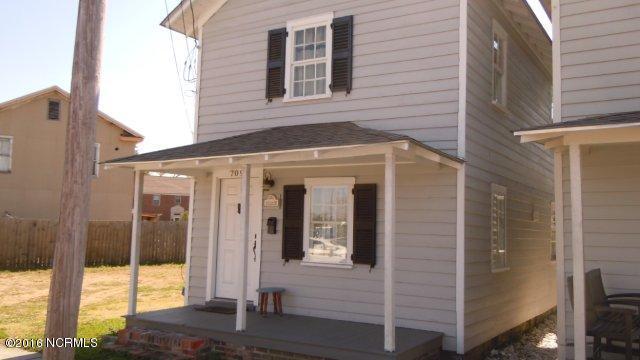 709 Queen Street, New Bern, NC 28560 (MLS #100027117) :: Century 21 Sweyer & Associates