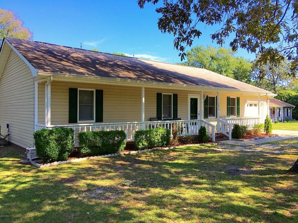 696 Pearson Circle, Newport, NC 28570 (MLS #100029581) :: Century 21 Sweyer & Associates