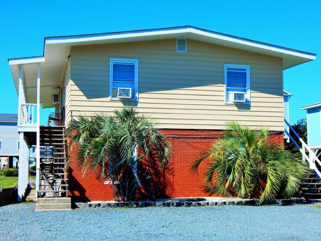 209 SE 77th Street #1, Oak Island, NC 28465 (MLS #100033242) :: Century 21 Sweyer & Associates