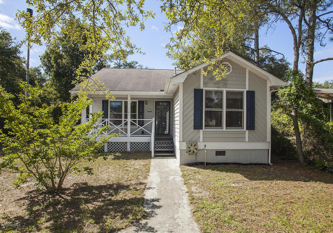 121 NE 36th Street, Oak Island, NC 28465 (MLS #100033618) :: Century 21 Sweyer & Associates