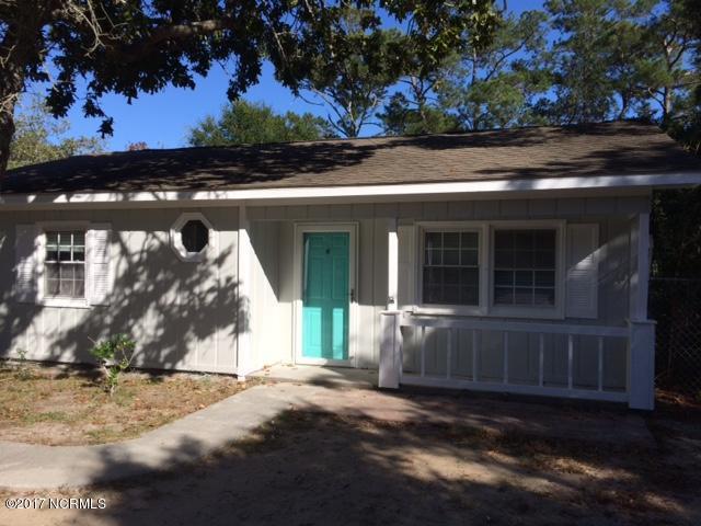 136 NE 17th Street, Oak Island, NC 28465 (MLS #100086705) :: Courtney Carter Homes