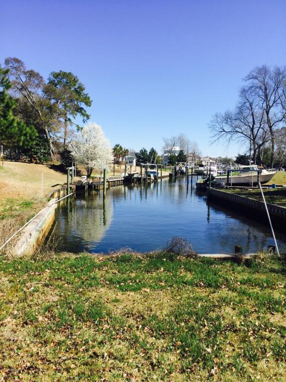 211 Yaupon Drive, Cape Carteret, NC 28584 (MLS #100104593) :: Terri Alphin Smith & Co.