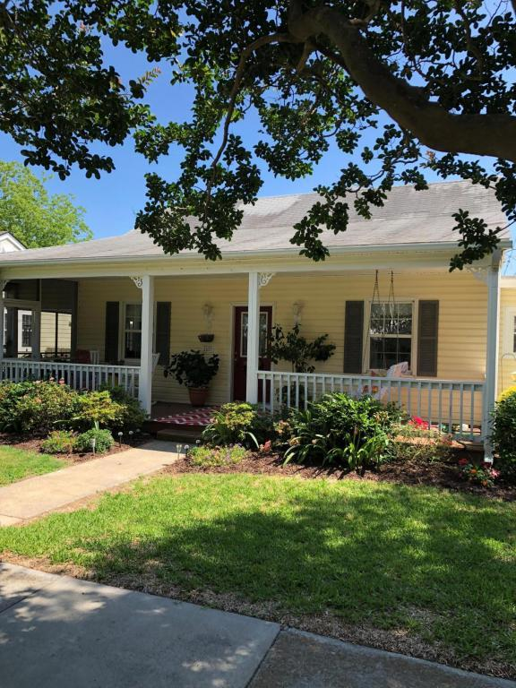 1609 Evans Street, Morehead City, NC 28557 (MLS #100118476) :: RE/MAX Essential