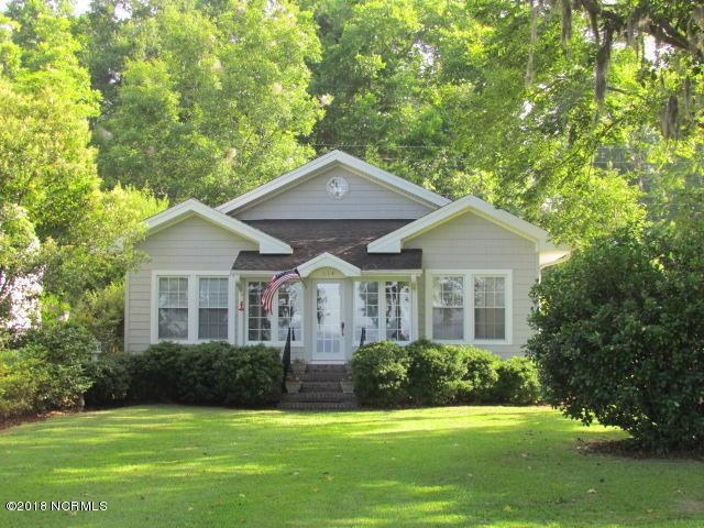 314 Lakeshore Drive, Lake Waccamaw, NC 28450 (MLS #100122383) :: RE/MAX Essential