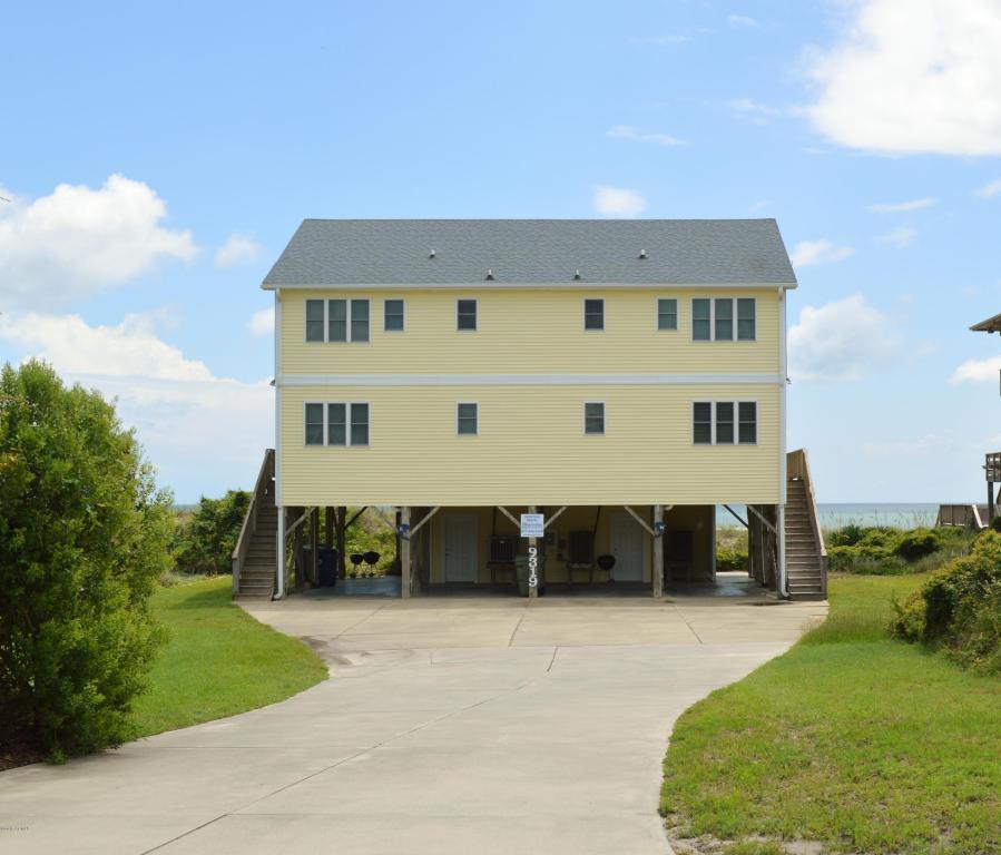 9319 Ocean Drive W, Emerald Isle, NC 28594 (MLS #11504025) :: Century 21 Sweyer & Associates