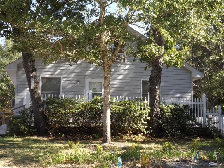 152 NE 4th Street, Oak Island, NC 28465 (MLS #20697310) :: Century 21 Sweyer & Associates