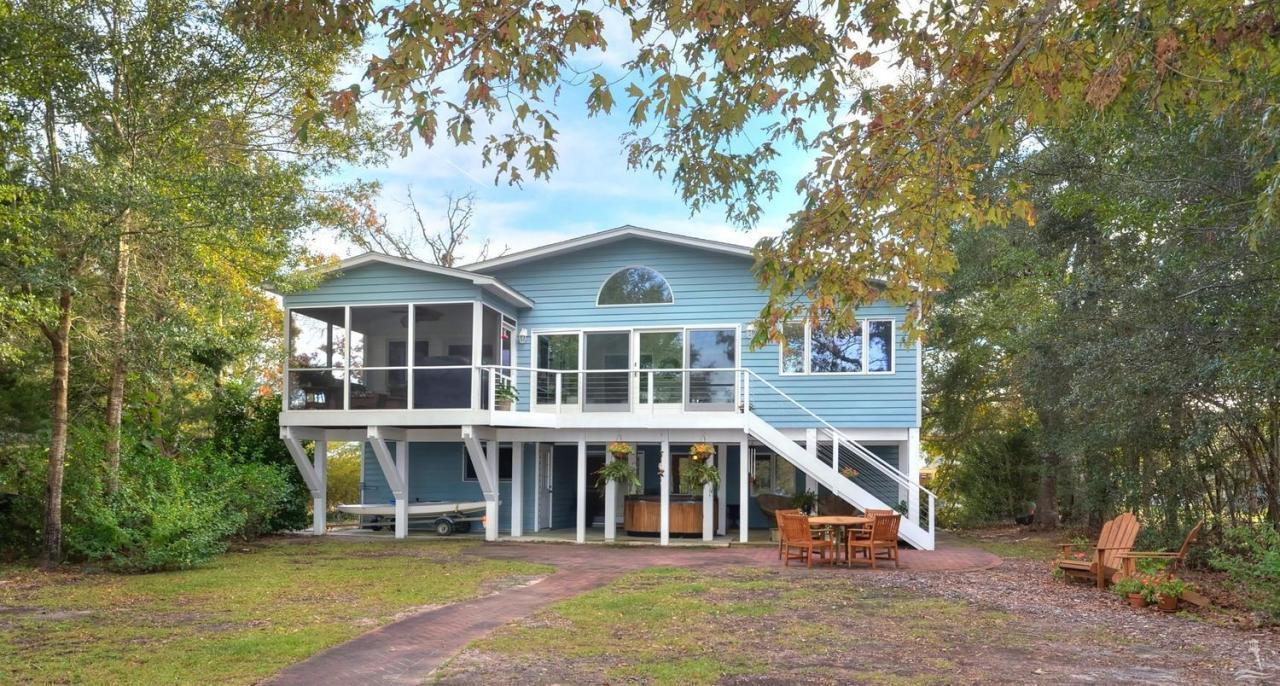 404 E Yacht Drive, Oak Island, NC 28465 (MLS #20698026) :: Century 21 Sweyer & Associates