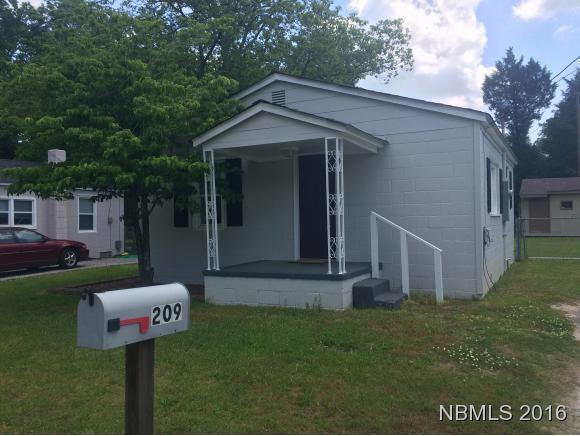 209 Holly Street, New Bern, NC 28560 (MLS #90103816) :: Century 21 Sweyer & Associates