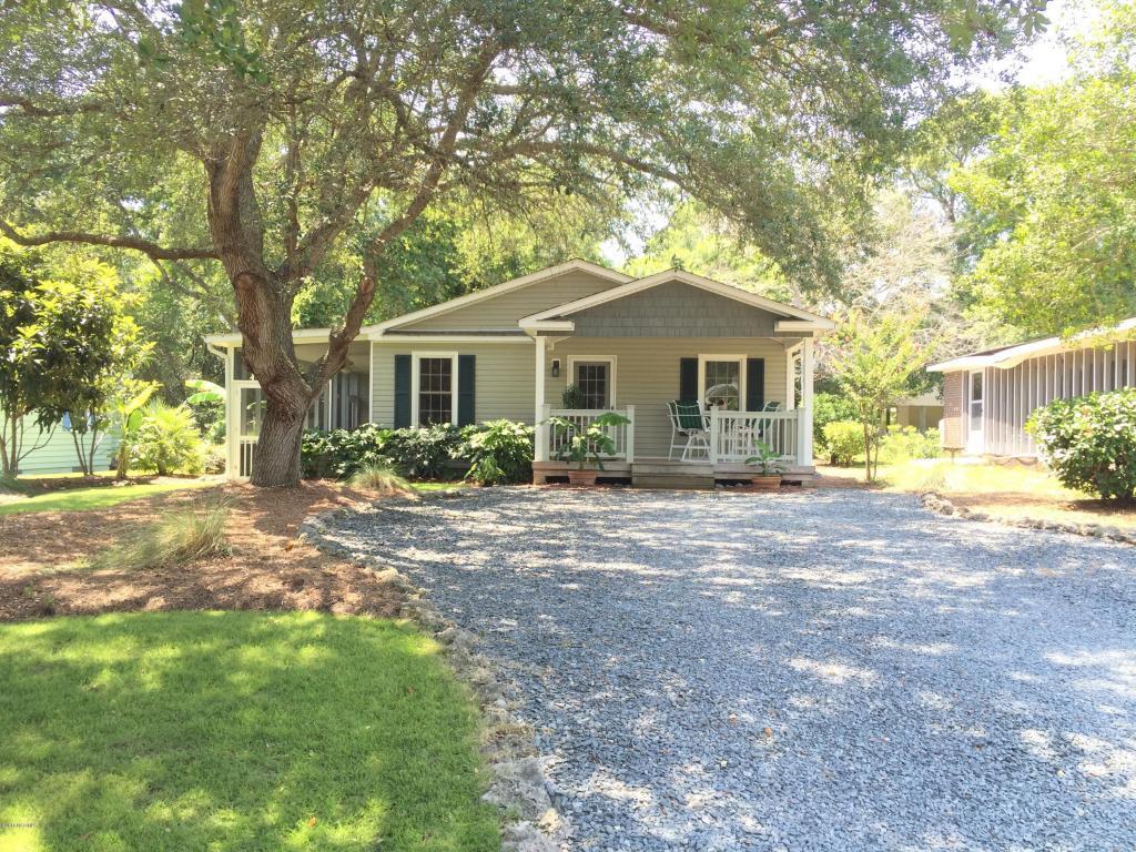 103 SW 9th Street, Oak Island, NC 28465 (MLS #100006972) :: Century 21 Sweyer & Associates