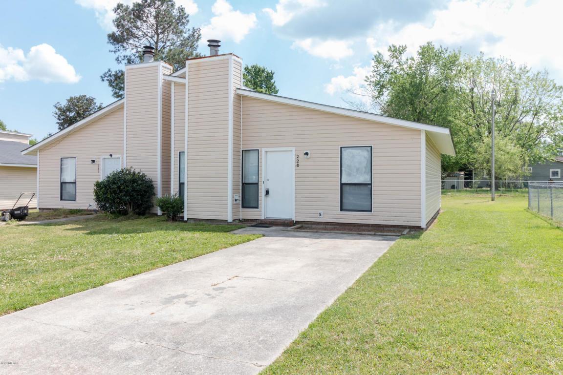 228 Yaupon Drive, Jacksonville, NC 28546 (MLS #100030999) :: Century 21 Sweyer & Associates